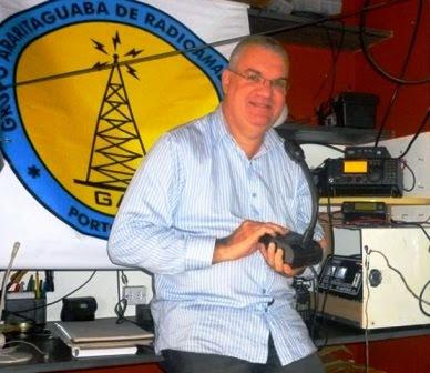 PY2AAE Cláudio Maffei em sua estação com o IC-718