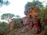 Formacions rocoses de conglomerat vermell de les Roques d'en Mateuet