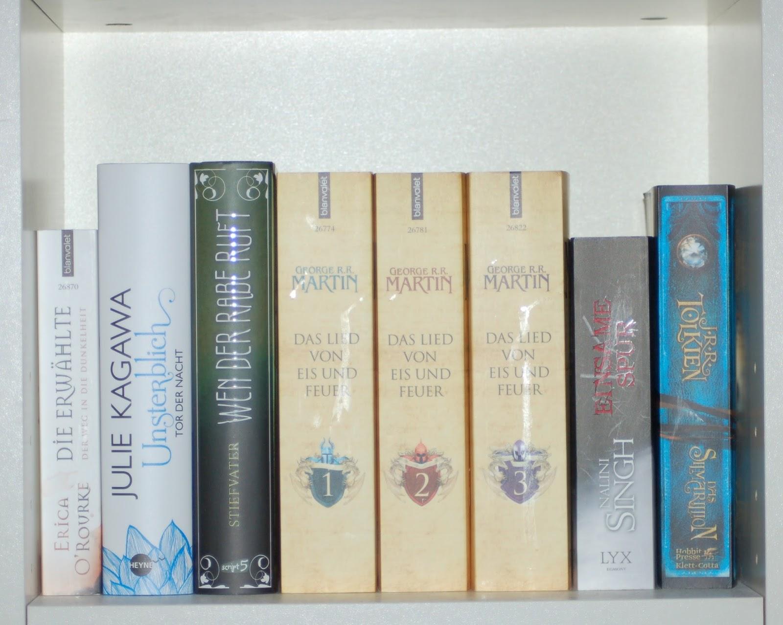 Bücher nebeneinander  Annas und Ginas Leseleben: Unsere Bücherregale