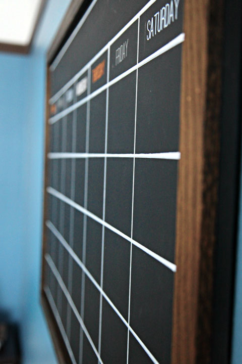 DIY Chalkboard Calendar tutorials