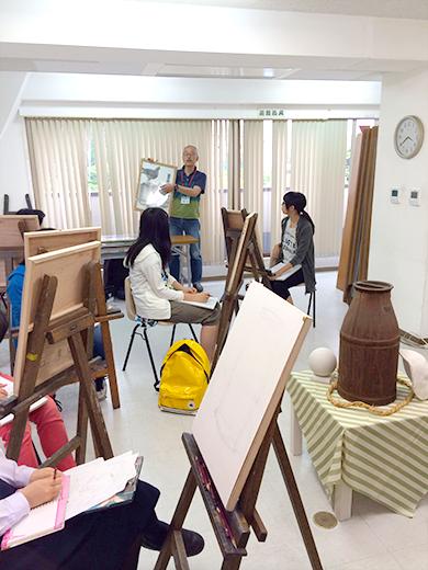 横浜美術学院の中学生教室 美術クラブ のびのび描こう!鉛筆で描く「静物デッサン」2