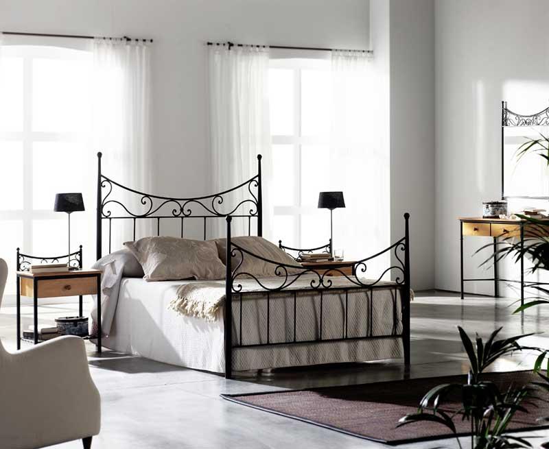 Un poco de aqui un poco de alli objetos cotidianos la cama for Cama de forja blanca