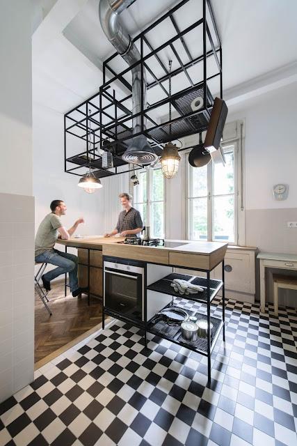 Behutsame Modernisierung in stringentem Design – Wohnen zwischen Moderne und Antiquitäten