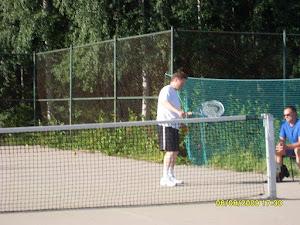 Tenniksen alkeiskursseja pyritään järjestämään ympäri vuoden