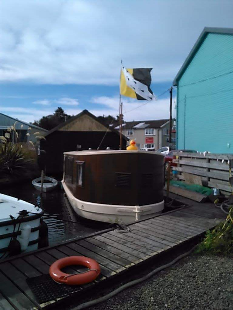 From world war one military lighter to pleasure houseboat