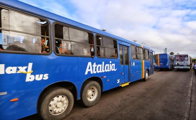 Adolescentes assaltam passageira de ônibus em Aracaju