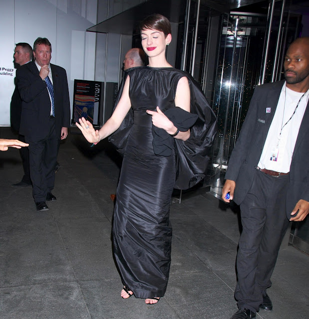 Not Anne hathaway forgets her underwear