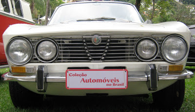A Alfa Romeo GT Junior 1300 (circa 1970) tem uma cara tão nervosa quanto excitante.