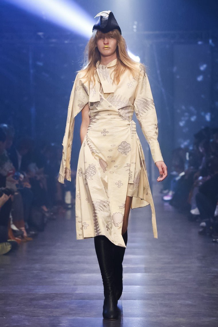 Vivienne-Westwood, Vivienne-Westwood-ss16, Vivienne-Westwood-spring-summer, Vivienne-Westwood-spring-summer-2016, Vivienne-Westwood-spring, Vivienne-Westwood-printemps-eté, Vivienne-Westwood-printemps-ete-2016, du-dessin-aux-podiums, dudessinauxpodiums, vintage-look, dress-to-impress, dress-for-less, boho, unique-vintage, alloy-clothing, venus-clothing, la-moda, spring-trends, tendance, tendance-de-mode, blog-de-mode, fashion-blog, blog-mode, mode-paris, paris-mode, fashion-news, designer, fashion-designer, moda-in-pelle, ross-dress-for-less, fashion-magazines, fashion-blogs, mode-a-toi, revista-de-moda, vintage, vintage-definition, vintage-retro, top-fashion, suits-online, blog-de-moda, blog-moda, ropa, asos dresses, blogs-de-moda, dresses, tunique-femme, vetements-femmes, fashion-tops, womens-fashions, vetement-tendance, fashion-dresses, ladies-clothes, robes-de-soiree, robe-bustier, robe-sexy, sexy-dress