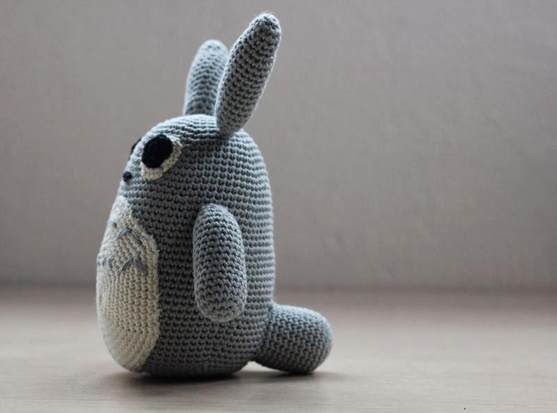 Amigurumi Totoro. Click for