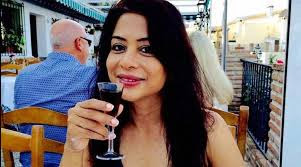 indrani mukherji photo with drink