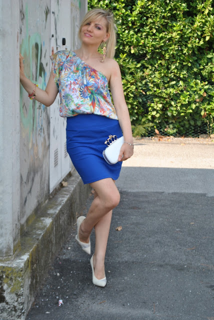 top monospalla come abbinare il top mono spalla one shoulder top stampa fiori outfit stampa fiori floral print outfit danilo di lea outfit agosto mariafelicia magno fashion blogger color block by felym fashion blog italiani fashion blogger italiane ragazze bionde summer outfits