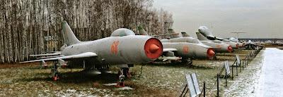 На снимке перехватчика Су-9 из музея в Монино хорошо видно «поджатие» фюзеляжа в районе крыла