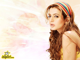 AMISHA PATEL PROFILE | BOLLYWOOD ACTRESS BIODATA