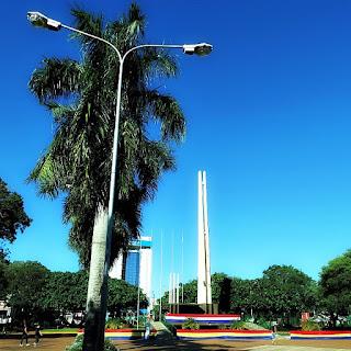 Praça Central de Encarnación, Paraguai.