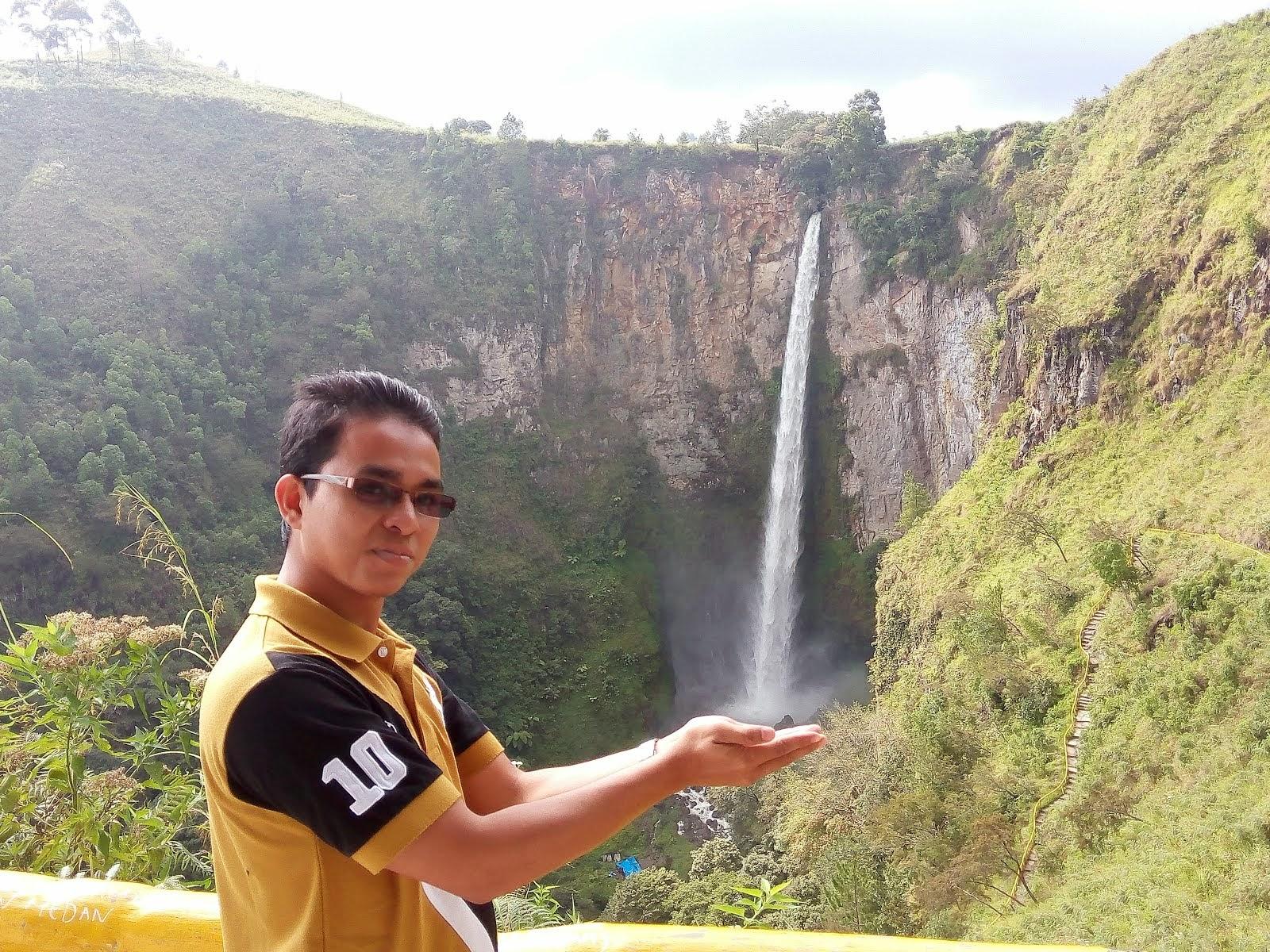 DANAU TOBA , SUMATERA, INDONESIA