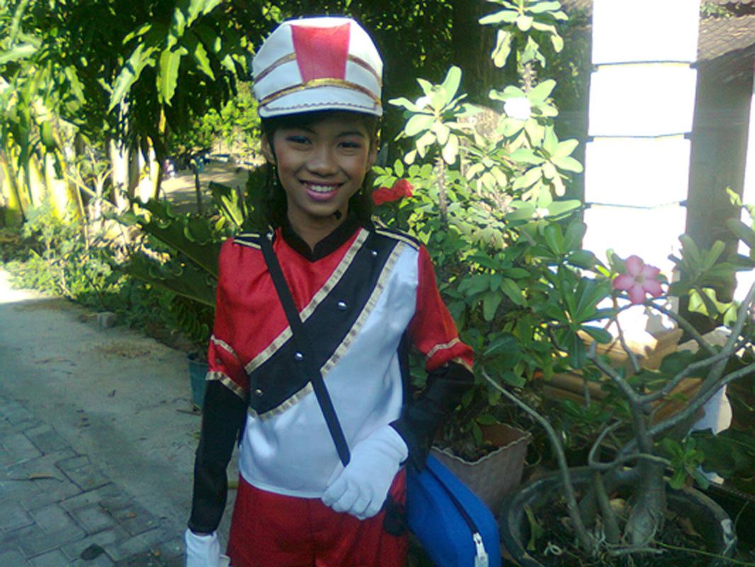 Lailla anakku akan lomba DrumBand di UNS Solo