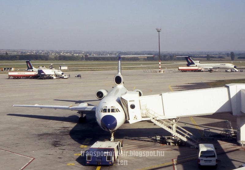 Maklév Tu-154B2  taransportandair.blogspot.hu   -Len-