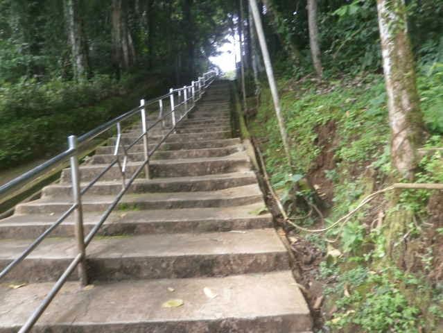Tangga jalan menuju Makam di Situ Lengkong - Panjalu