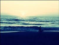 Y voy andando hacia el olvido, luchando con recuerdos que quieren seguir conmigo.