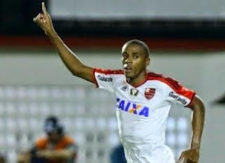 Flamengo vence Vitória de Ney Franco e engata 5ª triunfo seguido