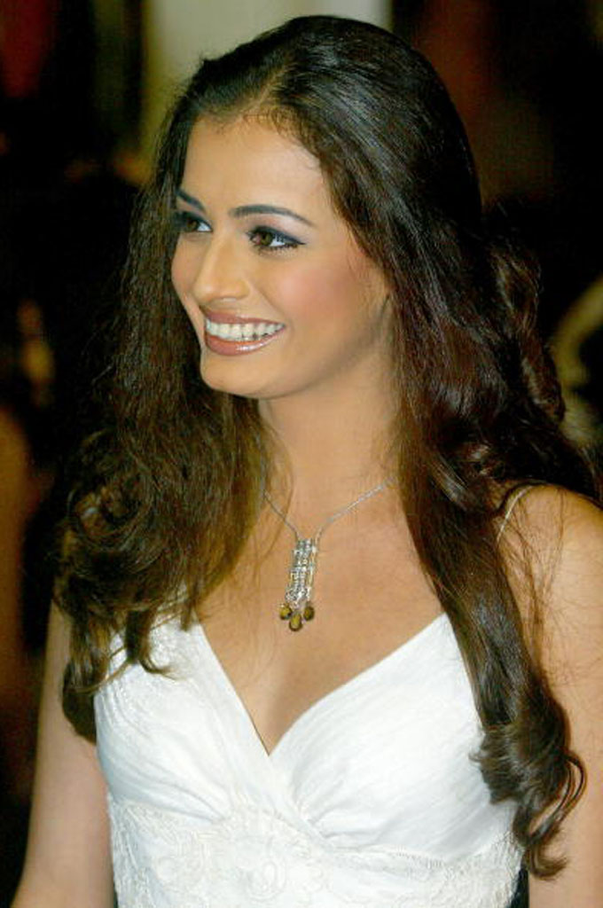 Movie Hub: Diya Mirza Hot Photos: http://newshubinfo.blogspot.com/2013/08/diya-mirza-hot-photos.html