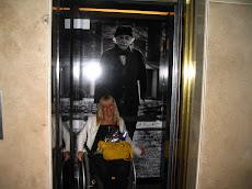 Con la imagen de Albert Einstein en el Hotel Savoy