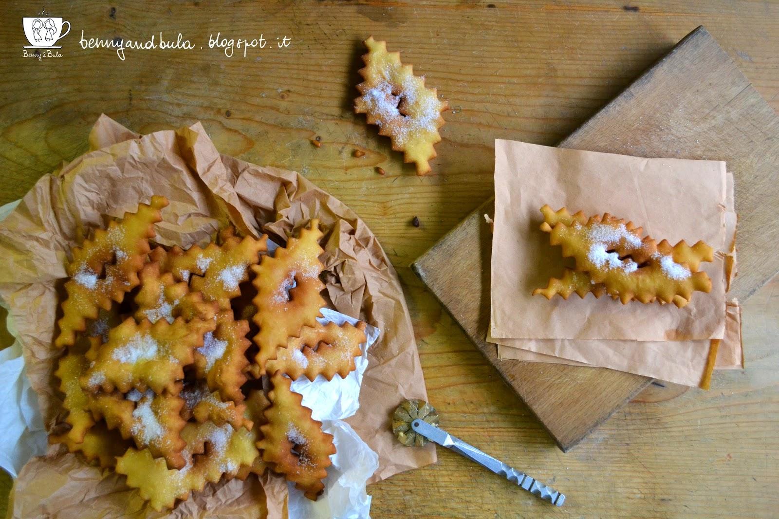 ricetta scazzotti o chiacchiere, dolci fritti tipici di carnevale/ italian carneval fried sweets recipe