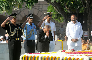Pranab Mukherjee paying homage at the Samadhi of Mahatma Gandhi