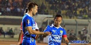 Persib Bandung vs Mitra Kukar