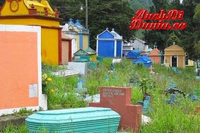 Pemakaman Dengan Corak Warna Warni