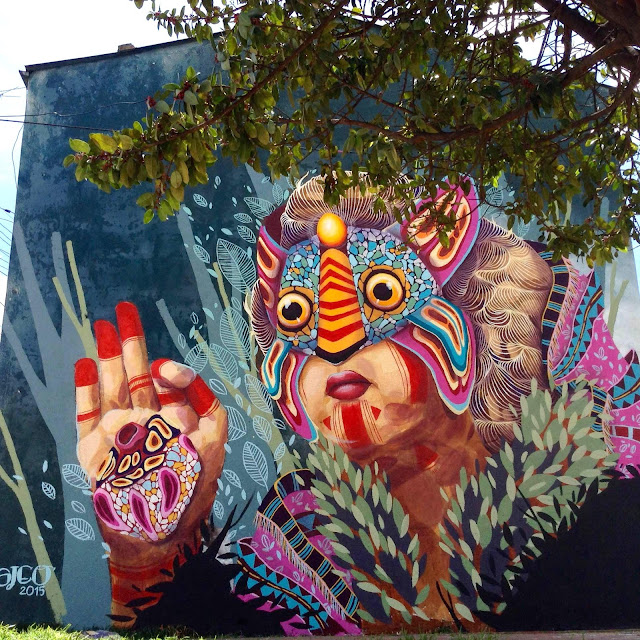 Gleo just sent us some pictures from the latest piece she just finished painting on the streets of Bogota, Colombia.