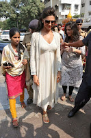 Actress Deepika Padukone Pictures at Siddhivinayak Temple visit in Mumbai 0008.jpg