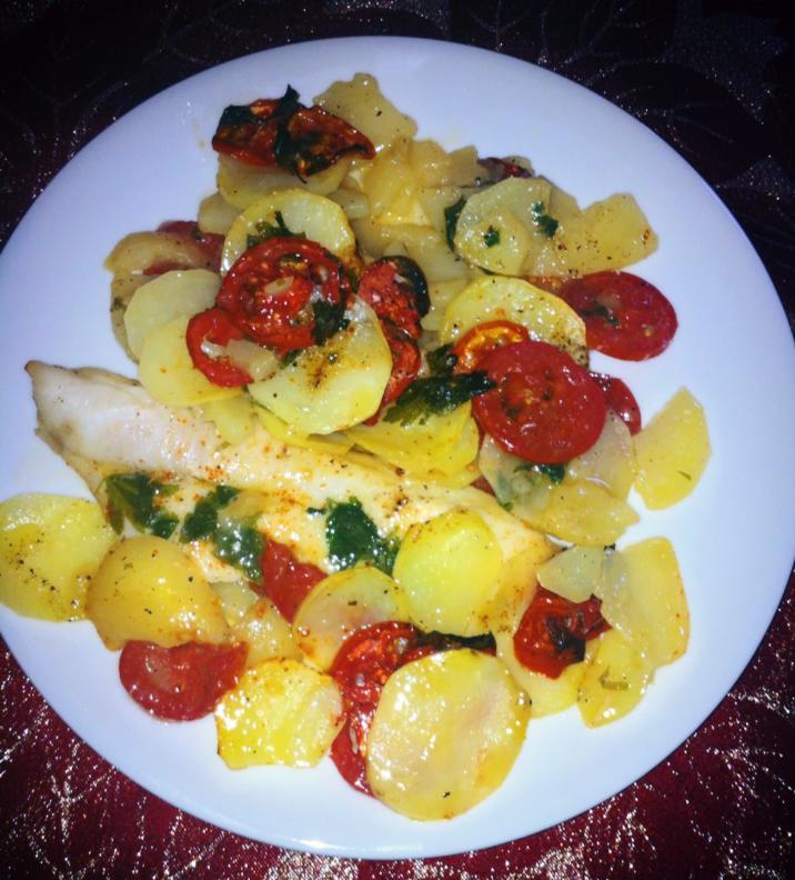 Fileto peshku me patate e domate ne furre. (Receta e derguar nga Alma