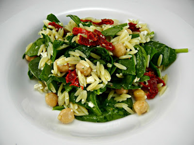 The Tasty Fork: Orzo Salad with Spinach & Chickpeas