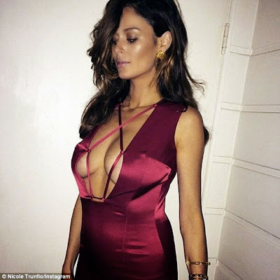 Nicole Trunfio hot breasts clesvage