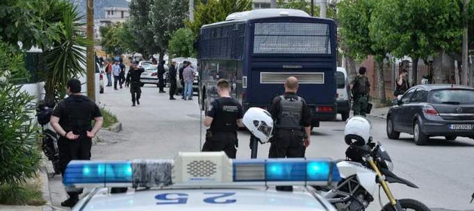 Τώρα που σκοτώθηκε ένα παιδί το θυμηθηκάν όλοι ... Καταγγελίες πολιτών στο «100»: Ρομά πυροβολούν στον αέρα σε καταυλισμούς στη Δυτική Αττική