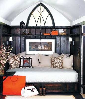 Boiserie c splendori neogotici in arredamento for Arredamento stile gotico