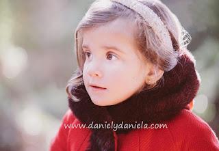 Chaquetón rojo con capucha de Fina Ejerique