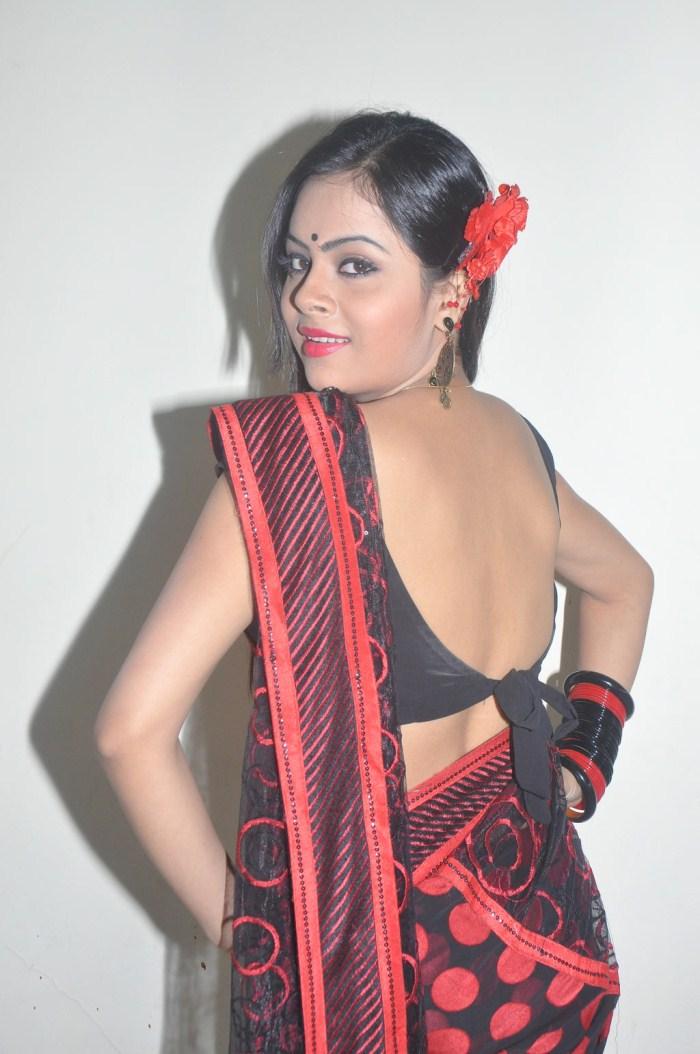 Tamil Actress Hot Saree Below Navel Show Photos from Naanum En Jamunavum movie