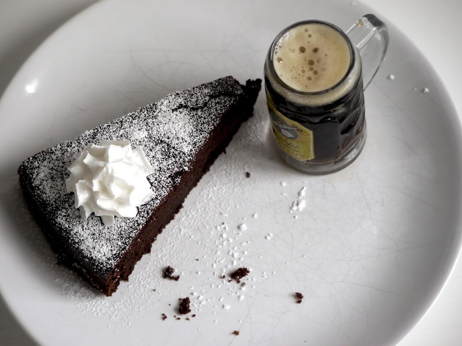Veganer Schwarzbier-Schokoladen-Kuchen von Paradiesfutter
