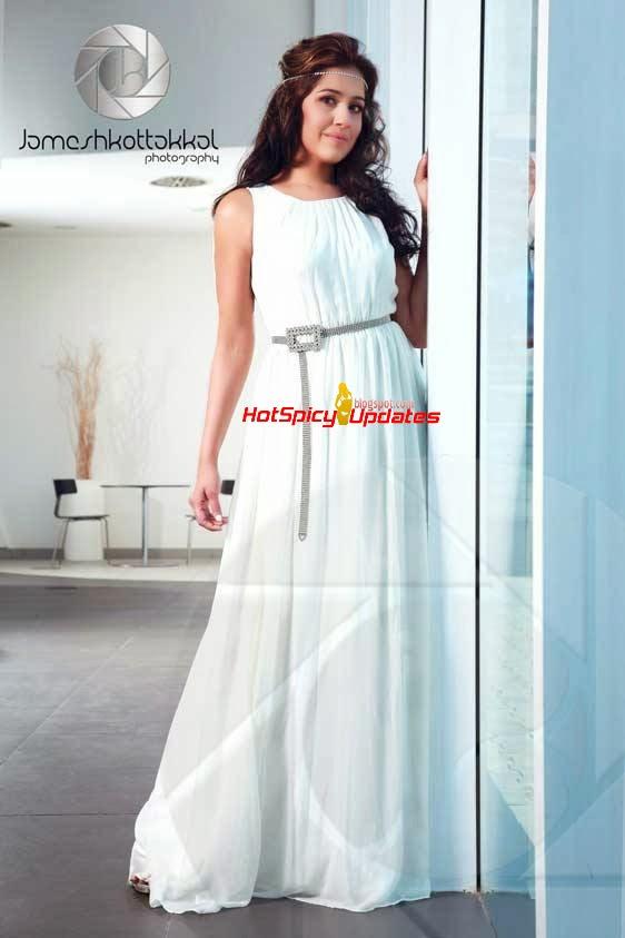 Ranjini Haridas Latest Hot Cute PhotoShoot Stills for Mathrubhumi Star