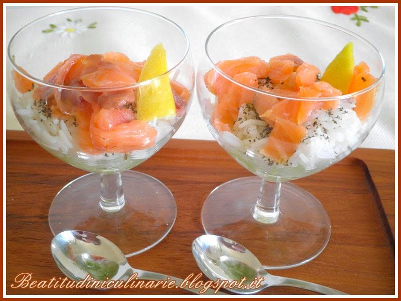 tartare di salmone affumicato con dadolata di cetrioli e riso