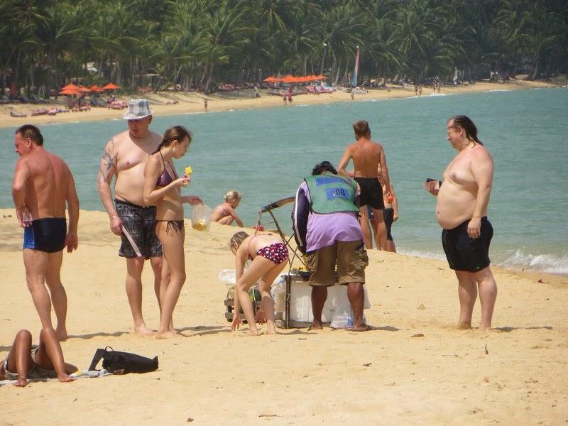пляж туристы, продавец