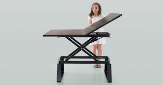 Table pliable et relevable