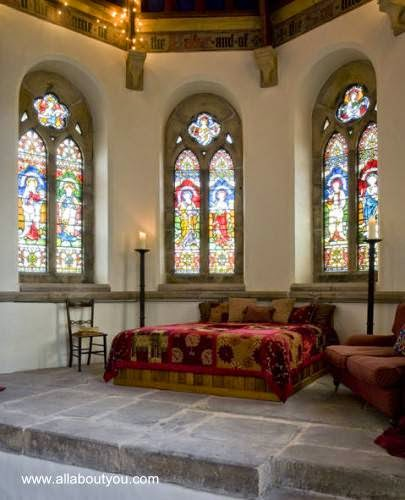 Interior de un templo cristiano convertido en casa familiar en Northumberland, Inglaterra