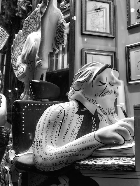 Scribbling Away, Al Hirschfeld, #5thavenuewindows #henribendel NYC 2013