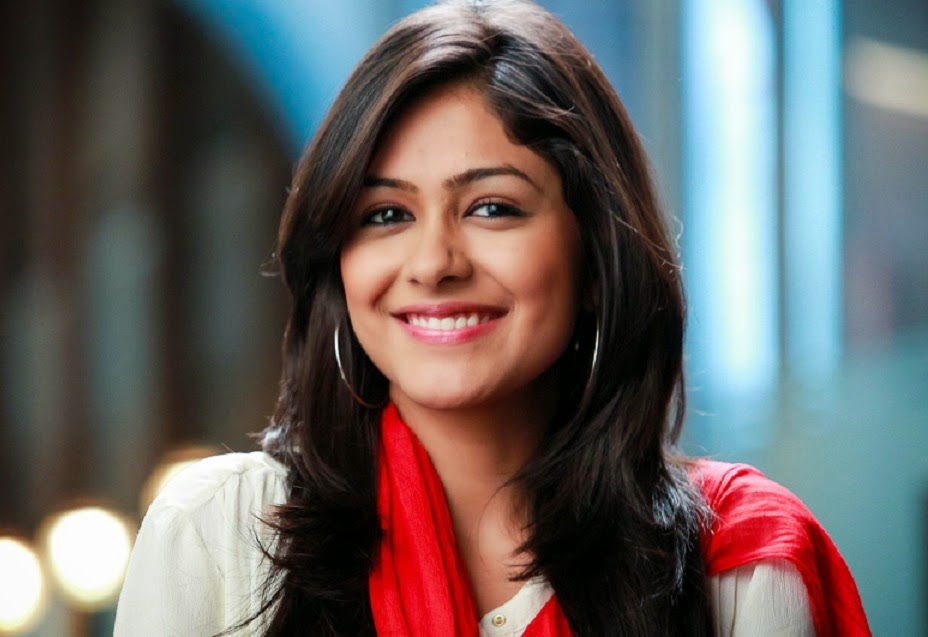 free stars wallpaper: Mrunal Thakur HD Wallpaper