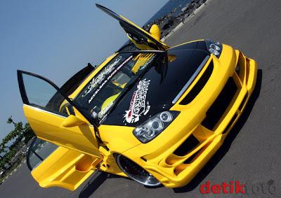 Modifikasi Mobil Honda Civic  jadi Bumblebee