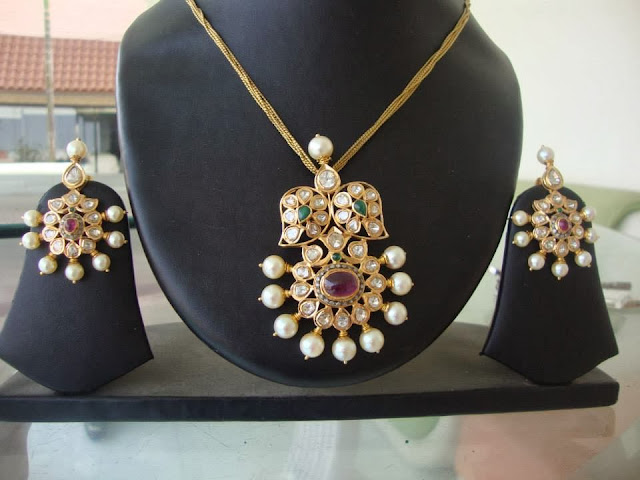pendant with flat diamonds